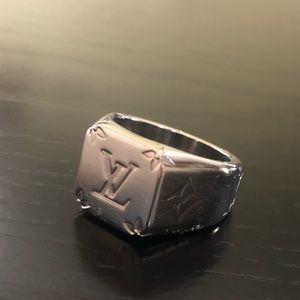 a8c2157b0a368 LOUIS VUITTON MONOGRAM SIGNET RING. Large.